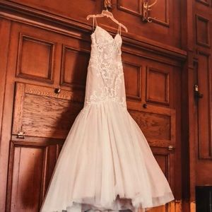 Mermaid Lace Wedding Dress For Sale !!!